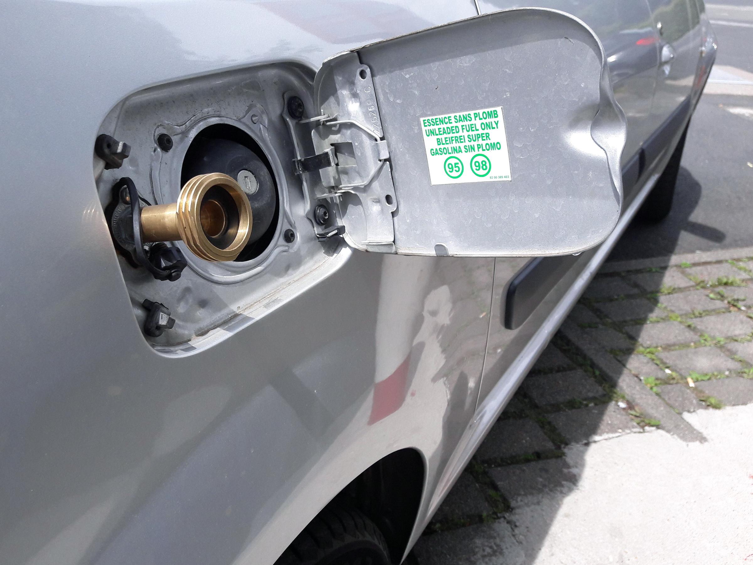 Tankowanie samochodu LPG